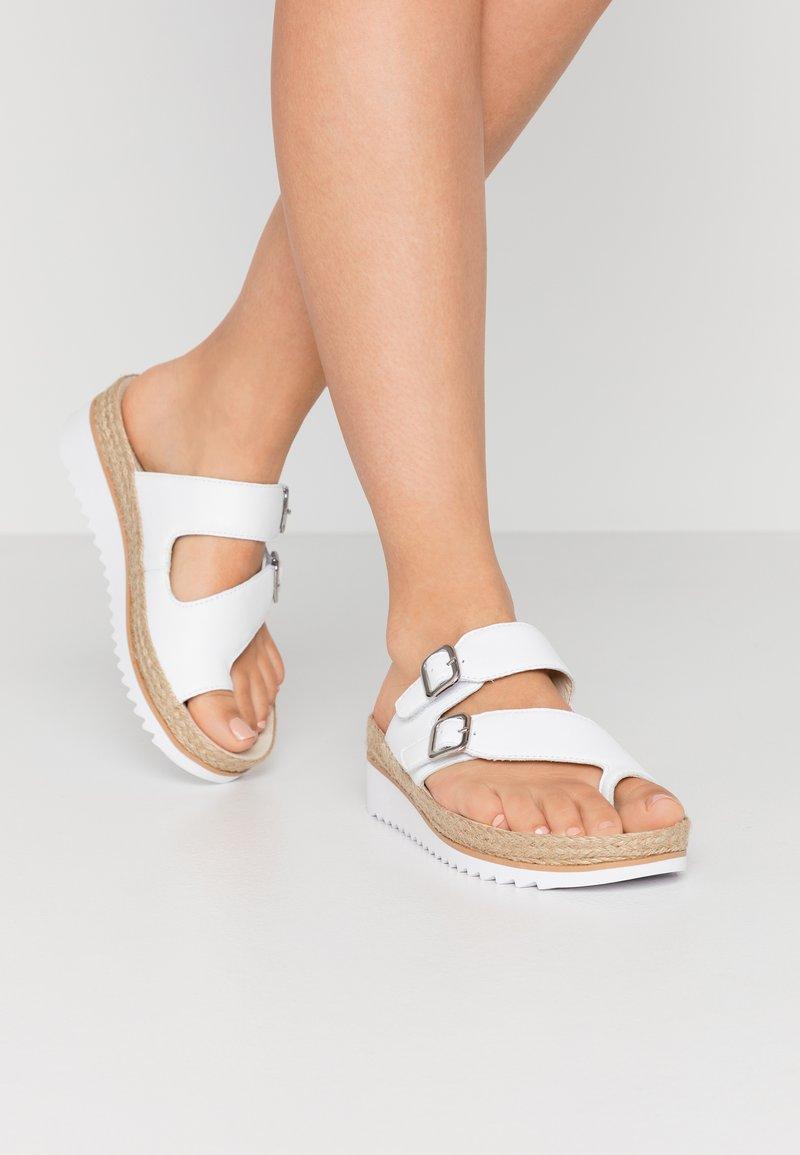 Gabor - Sandály s odděleným palcem - weiß