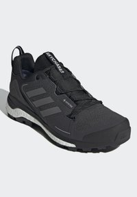 adidas Performance - TERREX SKYCHASER 2 GORE TEX - Hiking shoes - core black/grey four/dgh solid grey - 2