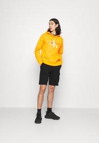 Calvin Klein Jeans - MONOGRAM PATCH - Shortsit - black - 1