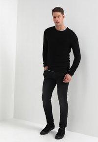 Selected Homme - SHHNEWDEAN CREW NECK - Jumper - black - 1