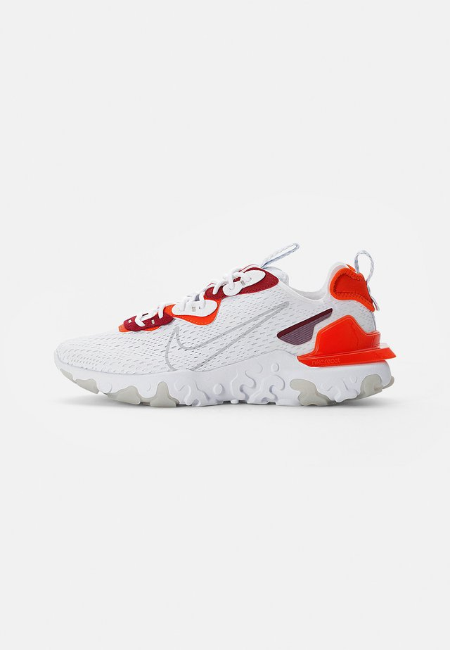 NIKE REACT VISION - Baskets basses - white/lt smoke grey-team orange-team red-pure platinum