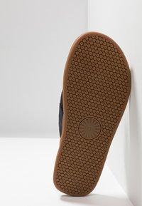 UGG - SEASIDE - T-bar sandals - navy - 4