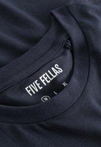 Five Fellas - Print T-shirt - navy - 4