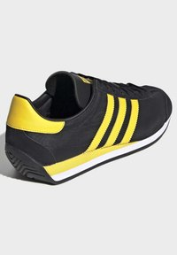 adidas Originals - COUNTRY OG SHOES - Trainers - black - 4