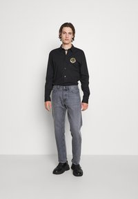 Versace Jeans Couture - POPELINE STRETCH - Shirt - nero - 5