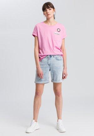 Print T-shirt - pink varied