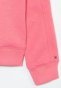 Tommy Hilfiger - FUN FLAG CREW  - Sweatshirt - pink - 2