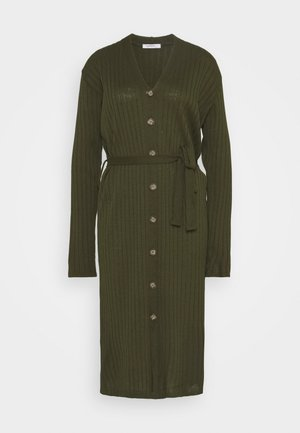 BUTTON THROUGH DRESS WITH LOW V NECK TIE BELT AND LONG SLEEVES - Sukienka dzianinowa - khaki