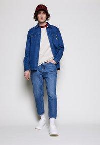 Lyle & Scott - CREW NECK - Stickad tröja - vanilla ice marl - 1