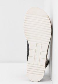 Pons Quintana - Korkeakorkoiset sandaalit - black - 6
