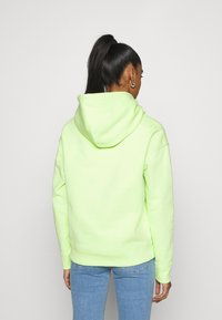 Tommy Jeans - BADGE HOODIE - Sweat à capuche - faded lime - 2