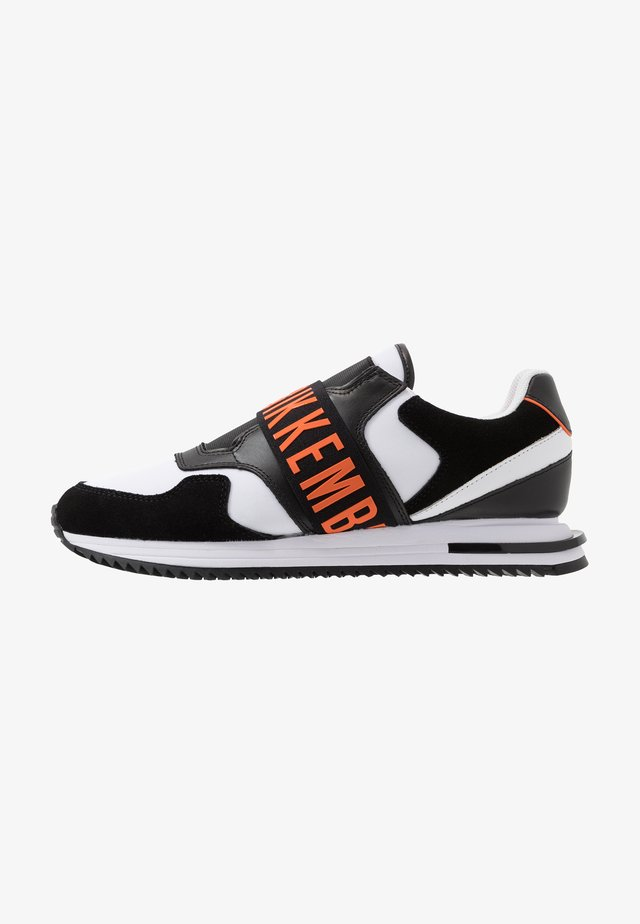 HALED - Slippers - black/white/orange