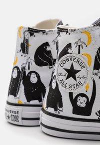 Converse - CHUCK TAYLOR ALL STAR JUNGLE FUN UNISEX - Sneakers hoog - white/black/yellow - 5