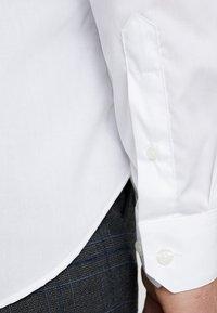 Farah Tailoring - HANDFORD SLIM FIT - Formal shirt - white - 5