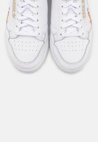 adidas Originals - CONTINENTAL 80 - Baskets basses - footwear white/power berry/gold metallic - 5
