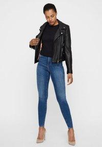 Vero Moda - Jeans Skinny Fit - dark blue - 1