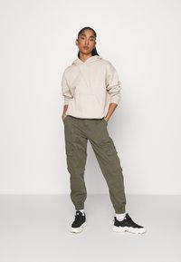 ONLY - ONLGIGI CARRA LIFE  - Pantalones cargo - kalamata - 1