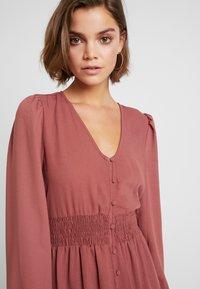 Vero Moda - VMEDDA DRESS - Skjortekjole - mahogany - 5