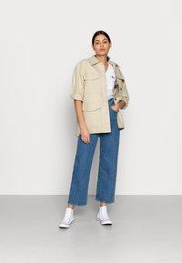 Calvin Klein Jeans - MONOGRAM SLIM V-NECK TEE - T-shirt basic - white - 1