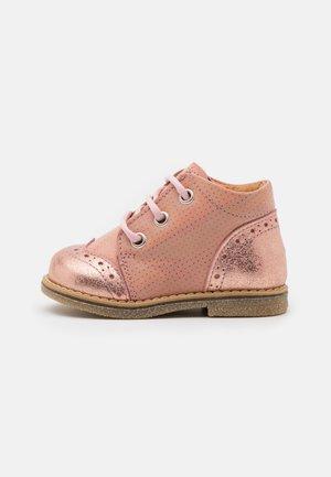 COPER - Botines con cordones - pink shine