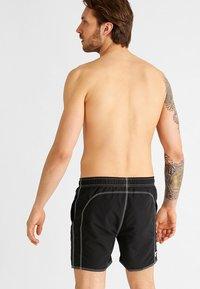 Arena - FUNDAMENTALS SOLID - Swimming shorts - black/white - 1
