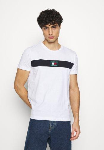 NEW SMALL LOGO TEE - T-shirt med print - white