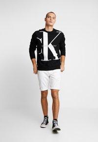 Calvin Klein Jeans - UPSCALE MONOGRAM CREW NECK - Sweatshirt - black - 1