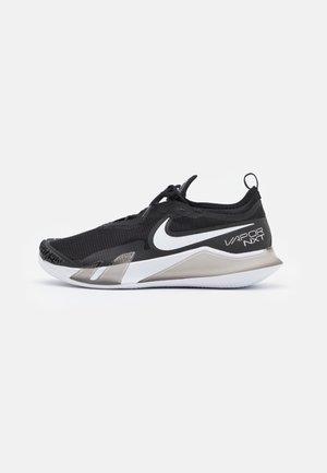 REACT VAPOR NXT - Tenisové boty na antuku - black/white