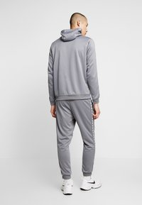 Nike Sportswear - M NSW REPEAT  - Verryttelyhousut - cool grey/black - 2