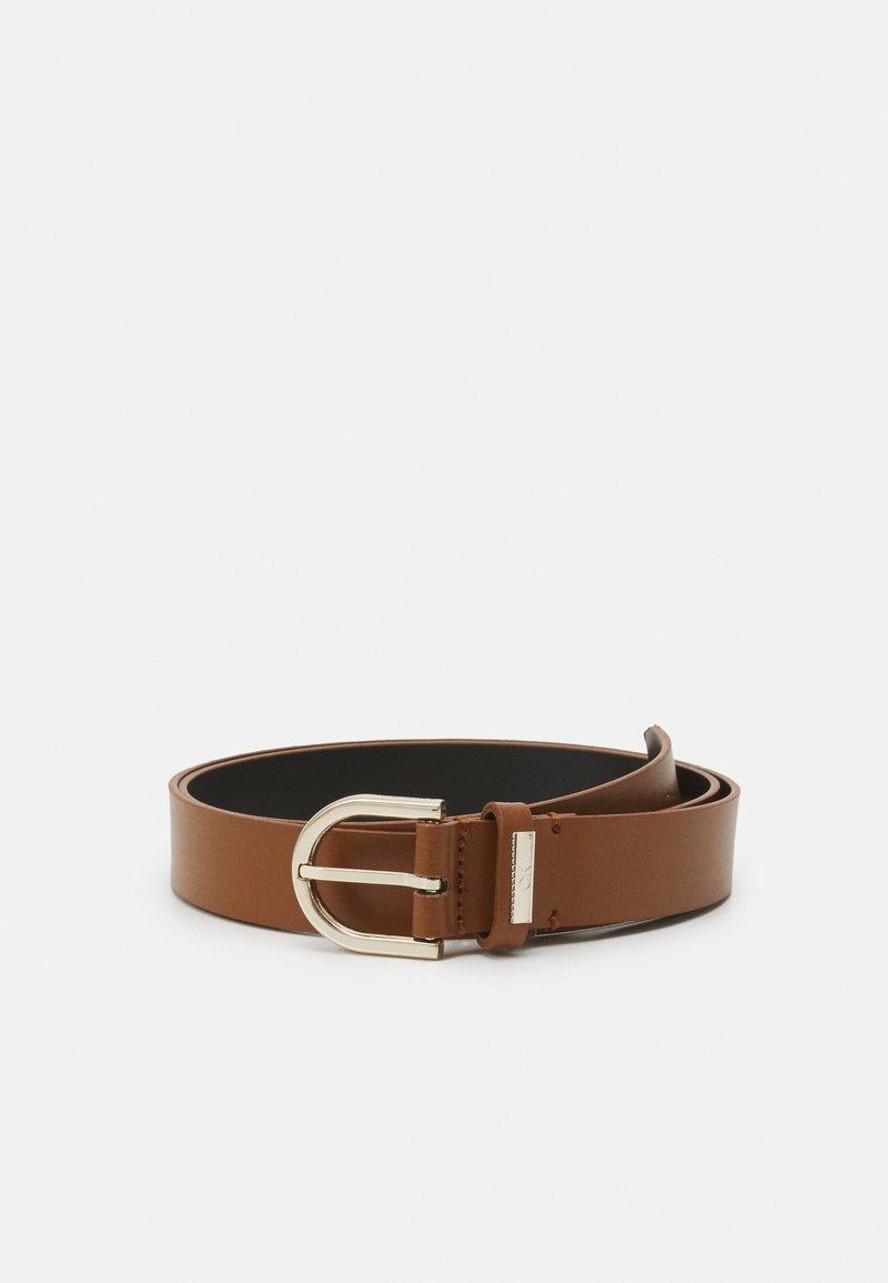 Calvin Klein - ROUND BELT - Belt - cognac