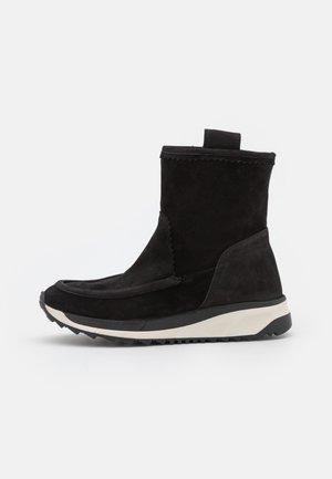 DAMIEN - Korte laarzen - black