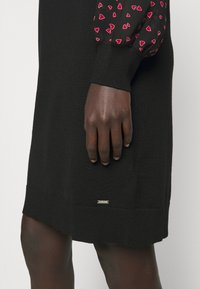 DKNY - Pouzdrové šaty - black/black/rudolph red/powder pink/multi - 4