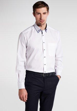 COMFORT FIT - Overhemd - white