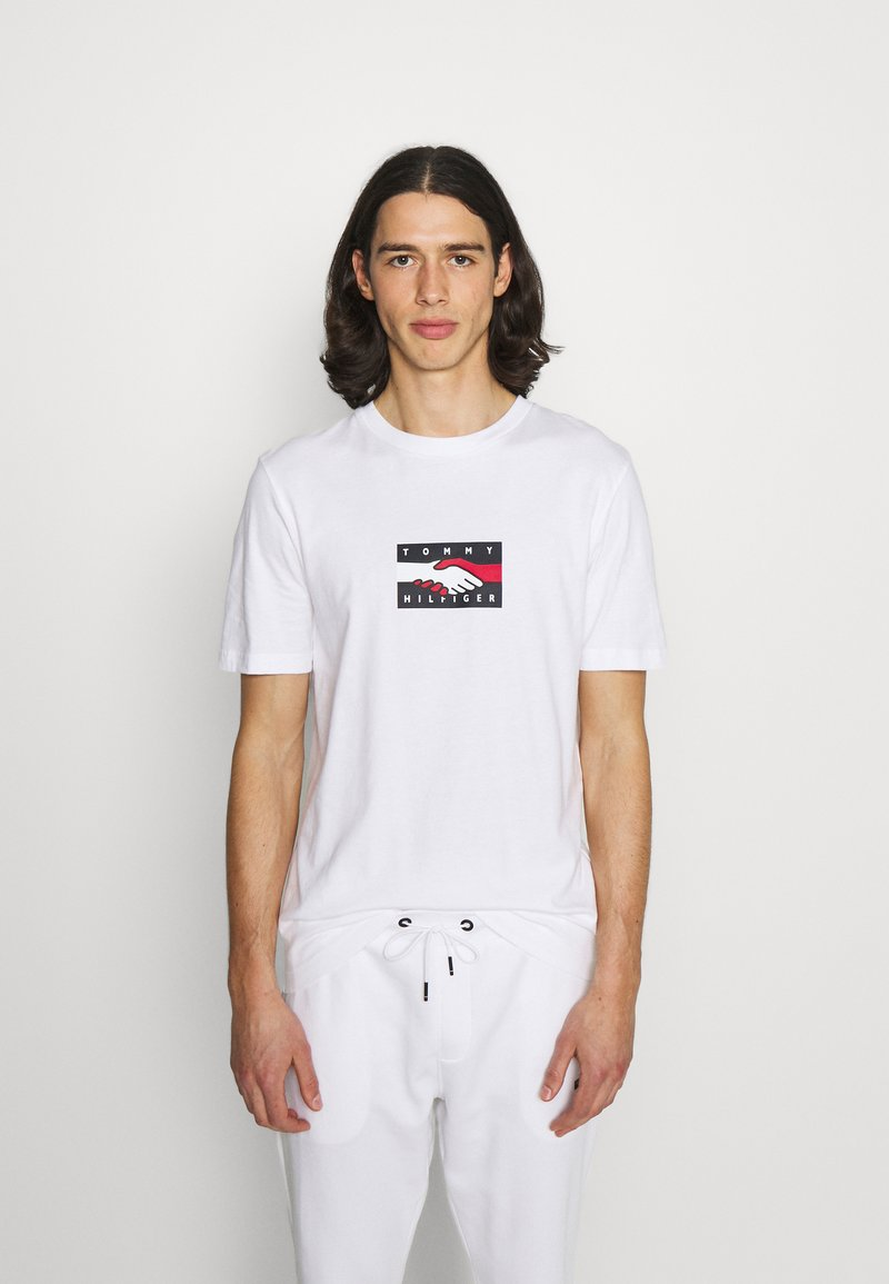 Tommy Hilfiger - ONE PLANET TEE UNISEX - Print T-shirt - white