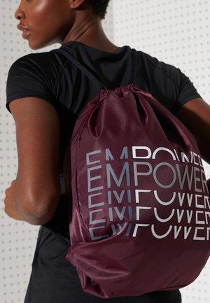 Drawstring sports bag - mulled plum