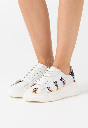 EXCLUSIVE DOUBLE GALLERY MICKEY EMBROIDERY - Zapatillas - black