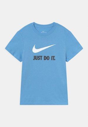 PLUS TEE NEW - T-Shirt print - university blue/white