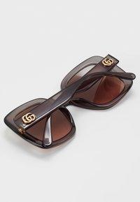 Gucci - Okulary przeciwsłoneczne - grey/brown - 2