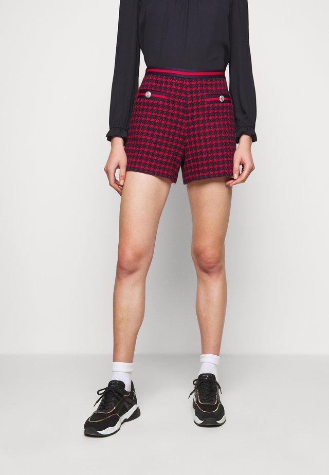 ELYNE - Shorts - red/dark blue