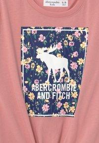Abercrombie & Fitch - Camiseta estampada - pink - 2