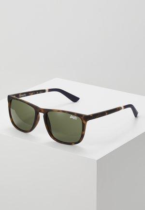 ALUMNI - Sluneční brýle - matte tort/vintage green