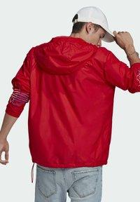 adidas Originals - ADICOLOR FTO WINDBREAKER - Cortaviento - red - 2