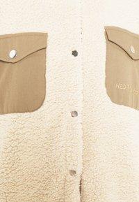 H2O Fagerholt - CHECKET PILE JACKET - Zimní kabát - beige - 7