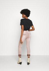 Desigual - AFRI - Skinny džíny - rosa palo - 2