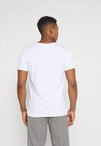 Weekday - OLIVER LIGHT - Basic T-shirt - white - 2