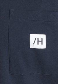 Selected Homme - SLHENZO POCKET O NECK TEE - T-paita - navy blazer - 6
