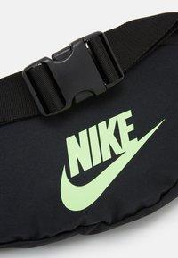 Nike Sportswear - HERITAGE UNISEX - Bæltetasker - black/lime blast - 3