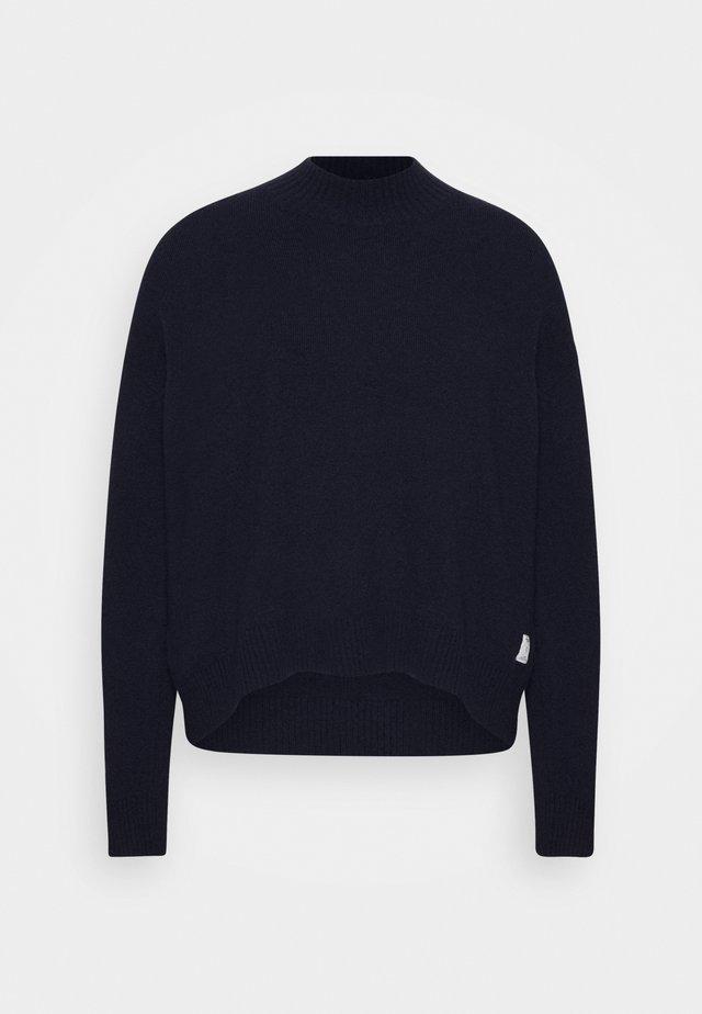 Stickad tröja - scandinavian blue