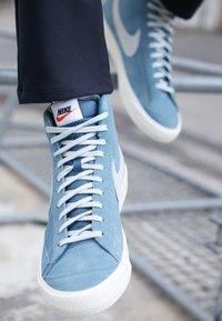 Nike Sportswear - BLAZER MID '77 - Zapatillas altas - thunderstorm/pure platinum/sail - 7