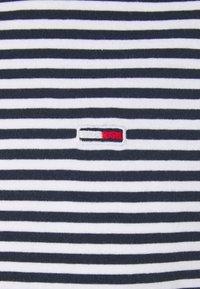 Tommy Jeans - CLASSICS STRIPE TEE - T-shirt z nadrukiem - blue - 5